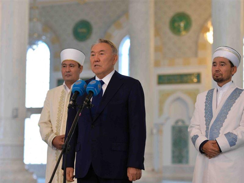 Нурсултан Назарбаев поздравил казахстанцев с праздником Курбан айт