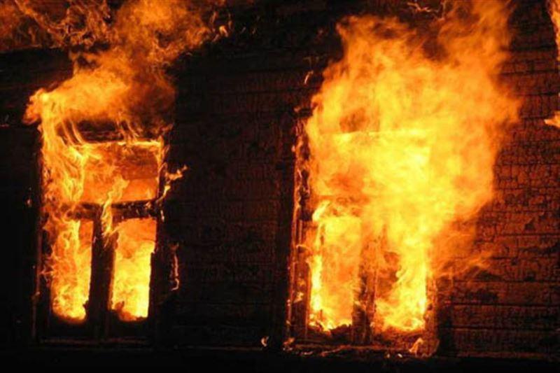 Три человека сгорели при пожаре в старом общежитии на Тенгизе