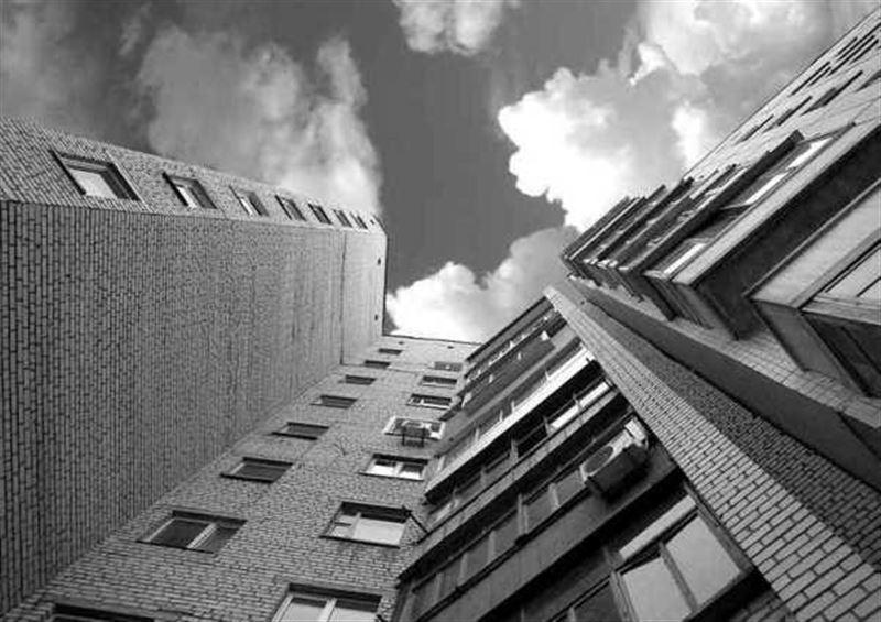 Подросток упал с девятого этажа в Костанае