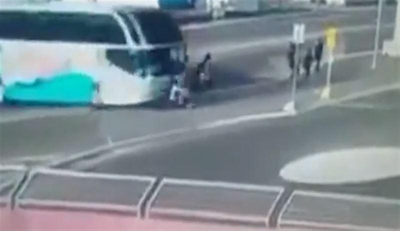 ШОК (18+): Автобус протаранил группу школьников