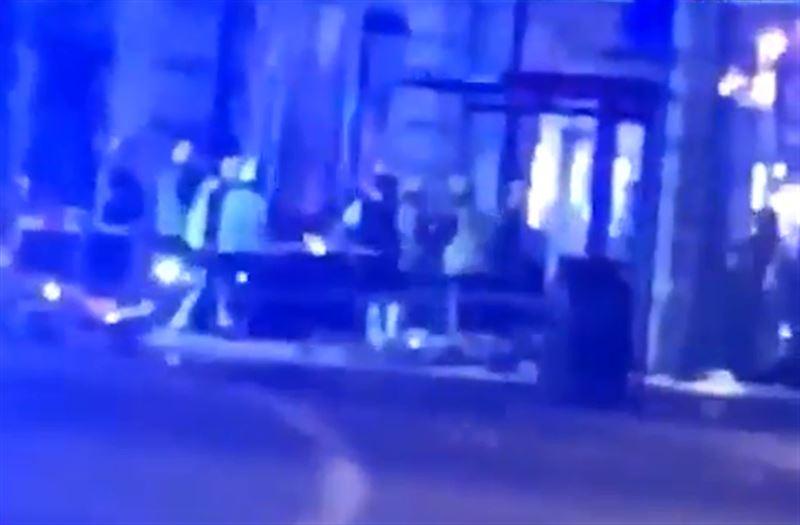Автомобиль врезался в остановку в Лондоне. Четверо пострадали