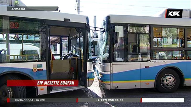 Алматыда қос автобус бетпе-бет соқтығысты
