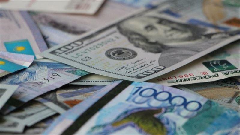 Курс доллара на утренней сессии составил 361,22 тенге