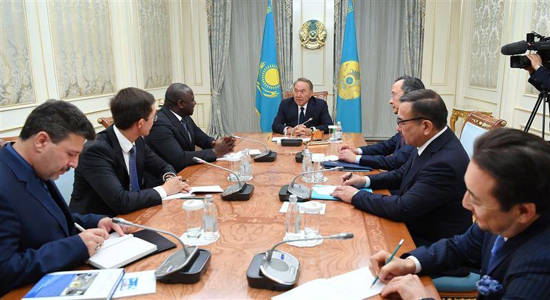 «Мы отказались от ядерного оружия»: Назарбаев встретился с Лассиной Зербо