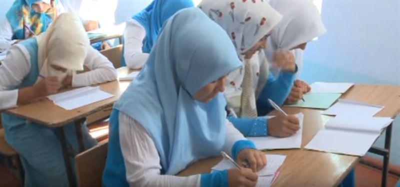 Сағадиев хиджаб киетін оқушыларға қатысты мәселеге нүкте қойды