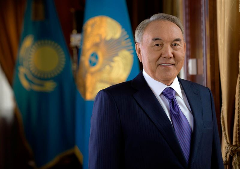 Нурсултан Назарбаев поздравил казахстанцев с Днем Конституции