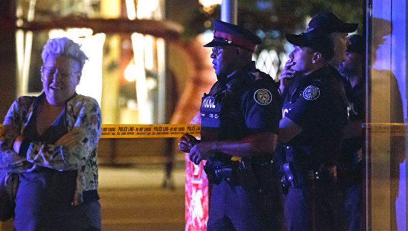 Из-за стрельбы власти эвакуировали посетителей торгового центра в Канаде