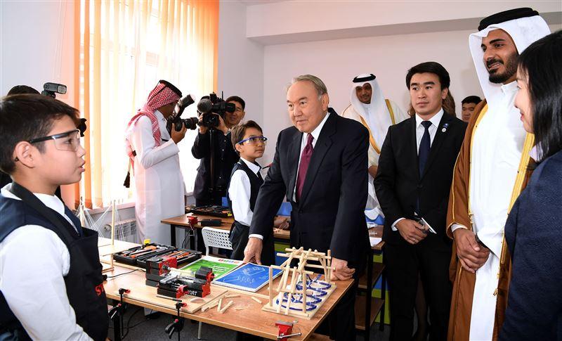Нурсултан Назарбаев поздравил казахстанцев с Днём знаний