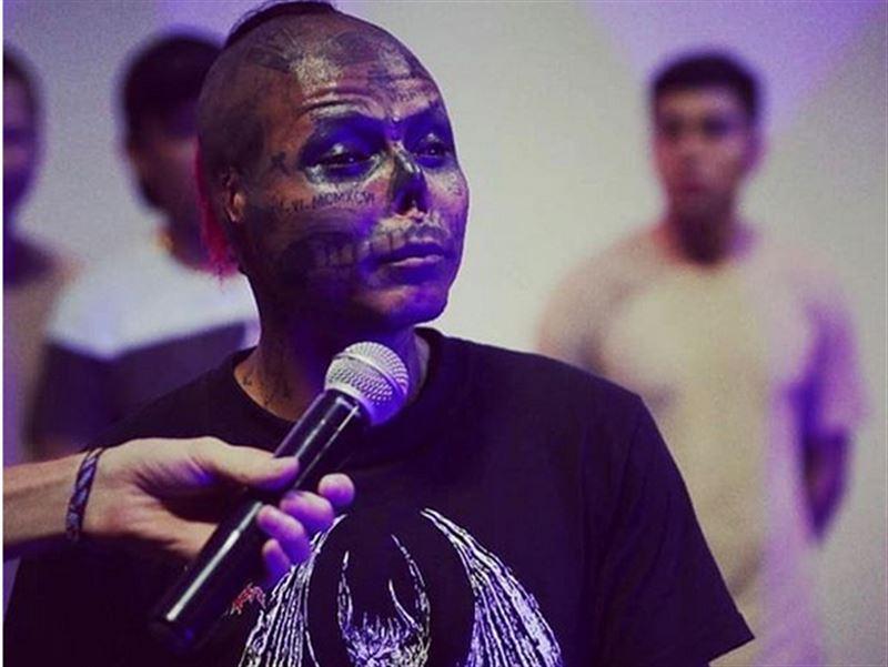 Колумбийский татуировщик отрезал себе нос и уши, чтобы достичь сходства с черепом