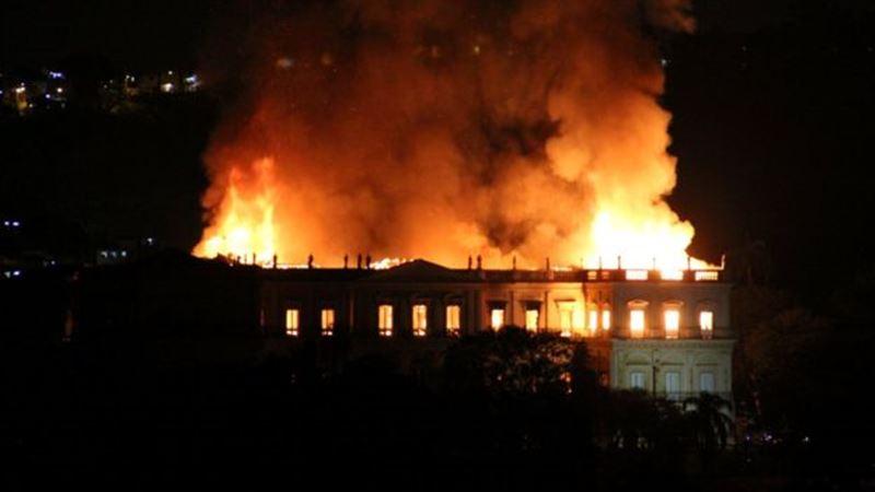 Огнем был уничтожен Национальный музей Бразилии
