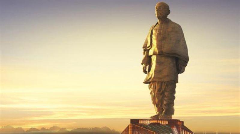 Самую высокую в мире статую достраивают в Индии