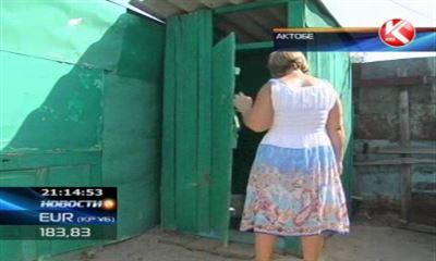 женщины в туалете. фото