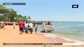 Число погибших при крушении парома в Танзании растет