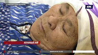 В Алматинской области школьница избила соседку-пенсионерку до потери сознания