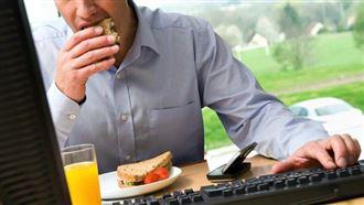 Ученые рассказали о важности обеденного перерыва