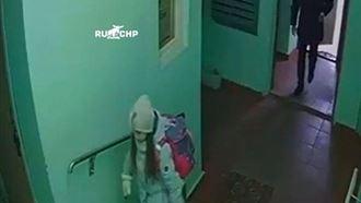 Девятилетняя девочка обманула подозрительного мужчину, который зашел за ней в подъезд