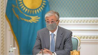 Касым-Жомарт Токаев посмертно наградил двоих врачей за борьбу с коронавирусом