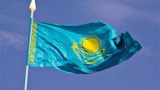 Казахстанцам разрешили вывешивать флаг страны на балконах