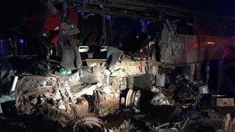Автобус пен «Камаз» соқтығысып, 6 адам мерт болды